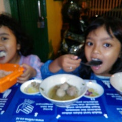 Photo taken at Bakso Mburi Pos by Abi 'Gus_Anto l. on 3/6/2015
