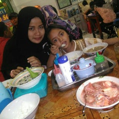 Photo taken at Bakso Mburi Pos by Abi 'Gus_Anto l. on 10/4/2015