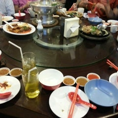 Photo taken at ทวีชัยโภชนา (Thaveechai Restaurant) by Pink-Kung P. on 12/27/2014
