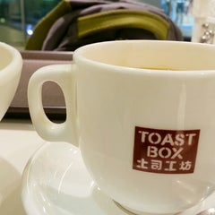 Photo taken at Toast Box 土司工坊 by Viki R. on 4/9/2014
