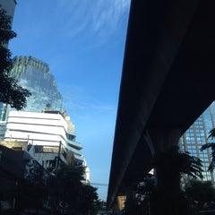 Photo taken at ถนนสุขุมวิท (Sukhumvit Road) by Gigky J. on 10/9/2015