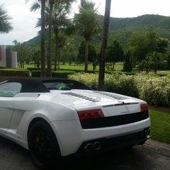 Photo taken at Alpine Golf Resort Chiang Mai (อัลไพน์กอล์ฟรีสอร์ทเชียงใหม่) by Jeepjee on 6/25/2015