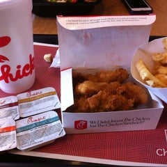 Photo taken at Chick-fil-A by Dor L. B. on 4/19/2013