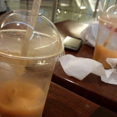 Photo taken at Bobalicious Smoothies by Ming Y. on 11/14/2015