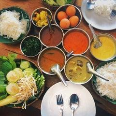 Photo taken at ขนมจีนเนินขุมทอง by Attawut S. on 6/24/2014