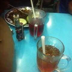 Photo taken at Restoran Fareed by Safieza M. on 9/14/2015