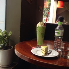 Photo taken at Highlands Coffee by Thảo H. on 9/27/2014