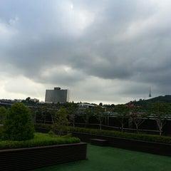 Photo taken at 다음카카오 한남오피스 (daumkakao) by Hil C. on 8/26/2014