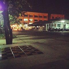 Photo taken at เจ๊หนูมุมนั่งเล่น by Badee M. on 5/1/2012