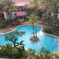 Photo taken at Sheraton Bandung Hotel & Towers by Ida Bagus Made S. on 8/12/2012