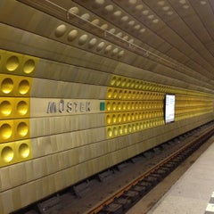 Photo taken at Metro =A= =B= Můstek by Oey K. on 6/10/2012