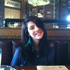 Photo taken at Uno Chicago Grill by Debra S. on 3/31/2012