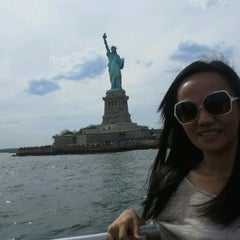 Photo taken at New York Water Taxi - Pier 11, Slip A by Christianne Joyce D. on 6/24/2012