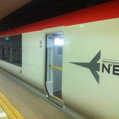 Photo taken at JR 成田空港(第1旅客ターミナル)駅 (JR Narita Airport (Terminal 1) Sta.) by Seunghoon K. on 4/18/2012