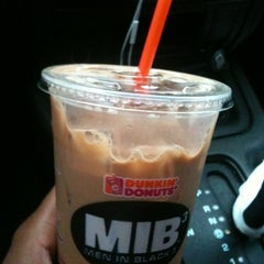 Photo taken at Dunkin Donuts by 💋TASHA💋 on 5/2/2012