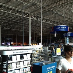 Photo taken at Best Buy by OMi on 6/18/2012