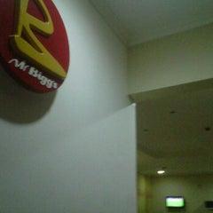 Photo taken at Mr. Biggs (Circle) by Nana Araba E. on 5/25/2012