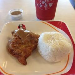 Photo taken at KFC by Paris Ayesha E. on 4/25/2012