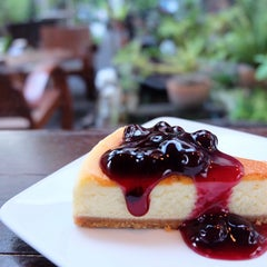 Photo taken at Sweets Café (สวีท คาเฟ่) by Sine s. on 6/11/2015