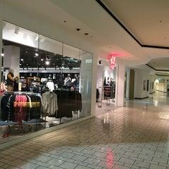 Photo taken at H&M by Wen Z. on 12/9/2014