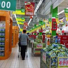 Photo taken at Giant Hypermarket by Dewi C. on 1/31/2014