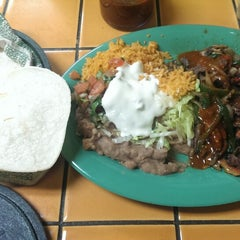 Photo taken at Taqueria Mana by Lingy M. on 1/19/2014