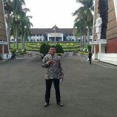 Photo taken at Institut Pemerintahan Dalam Negeri (IPDN) by Jerry K. on 5/15/2015