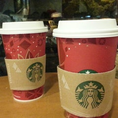 Photo taken at 星巴克 Starbucks by Joseph L. on 11/24/2013
