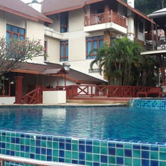 Photo taken at Mac Resort by Wipada T. on 3/22/2014