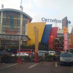 Photo taken at Carrefour by #JiM#余少良# 짐. on 4/8/2015