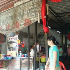Photo taken at Ah Khoon Loh Mee (亚坤卤面) by YVONNE Y. on 3/5/2016