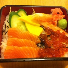 Photo taken at MOF の My Izakaya, Japanese Casual Resturant & Cafe by Vivian T. on 10/5/2012