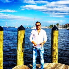 Photo taken at Old Town Alexandria by İsmet A. on 10/19/2015