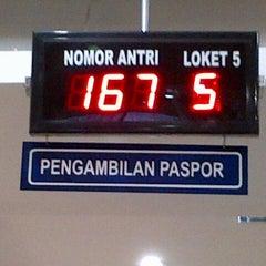 Photo taken at Kantor Imigrasi Kelas I Bandung by &-Da on 9/18/2012