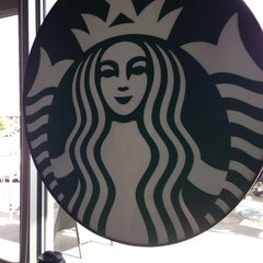 Photo taken at Starbucks by Hector V. on 8/18/2014