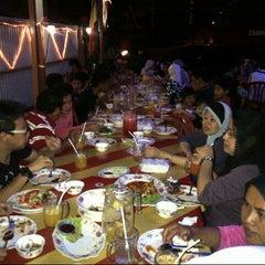Photo taken at Sya-Sya Tomyam by Yatie Y. on 12/31/2012