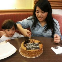 Photo taken at Pizza Hut by Sharon N. on 5/12/2014