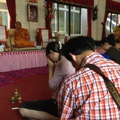 Photo taken at วัดเทพลีลา พระอารามหลวง (Wat Thep Leela) by 🙇อาณาจักร โ. on 3/14/2013