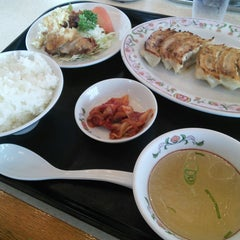 Photo taken at 餃子の王将 伊勢崎店 by reremon on 11/28/2014