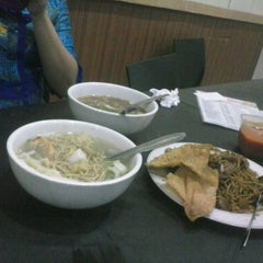 Photo taken at RM Mutiara Bakso & Mie by Candy L. on 8/14/2014