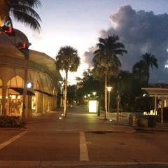 Photo taken at Lincoln Road Mall by Joey B. on 9/30/2012