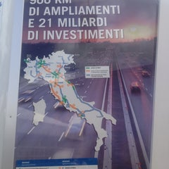 Photo taken at Area di Servizio Bisenzio Est by Larry D. on 8/20/2013