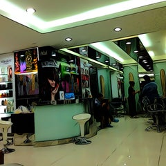 Photo taken at Nui Salon by Ranchida K. on 4/18/2013