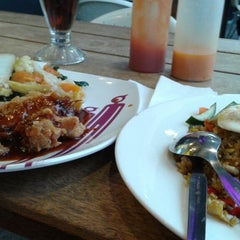 Photo taken at Solaria by Nessia A. on 8/25/2014