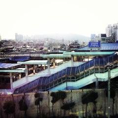 Photo taken at 신이문역 (Sinimun Station) by Jordi S. on 4/7/2013