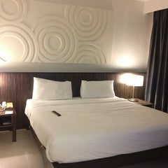 Photo taken at Nora Chaweng Hotel by Kyoka🌾 on 8/11/2013