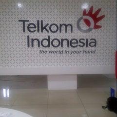 Photo taken at Plasa Telkom Jakarta Timur by Nova Elizabeth Leonyde S. on 9/10/2013