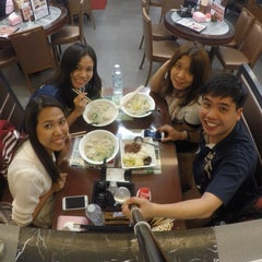 Photo taken at Aberdeen Fishball & Noodle Restaurant 香港仔魚蛋粉 by Chatchai T. on 5/13/2015