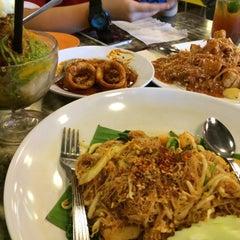 Photo taken at Restoran Kari Kepala Ikan SG by YiEn L. on 9/19/2015
