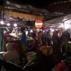Photo taken at Pasar Lawang by Asrul E. on 3/2/2014